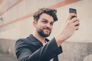 homme-selfie